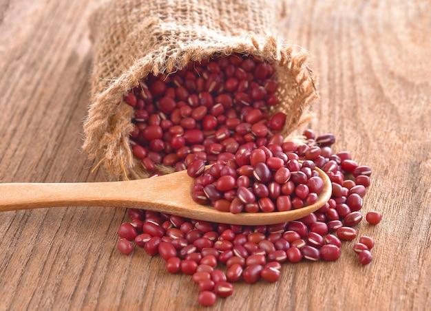 テーブルの上の袋に小豆
