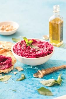 붉은 비트 뿌리 후무스 피타 중동 유태인 아랍 요리