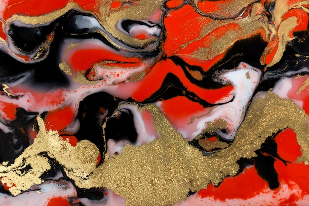 赤、黒、白、金色の液体の背景をペイントします。抽象的な大理石のテクスチャです。