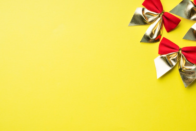 Red bows on yellow