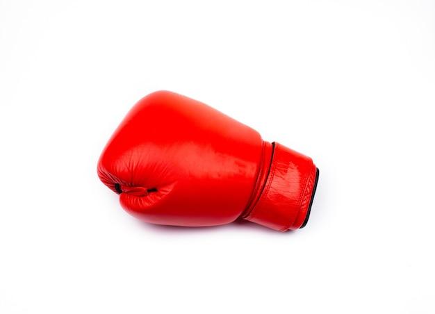 分離された白い背景の上の赤いボクシンググローブ