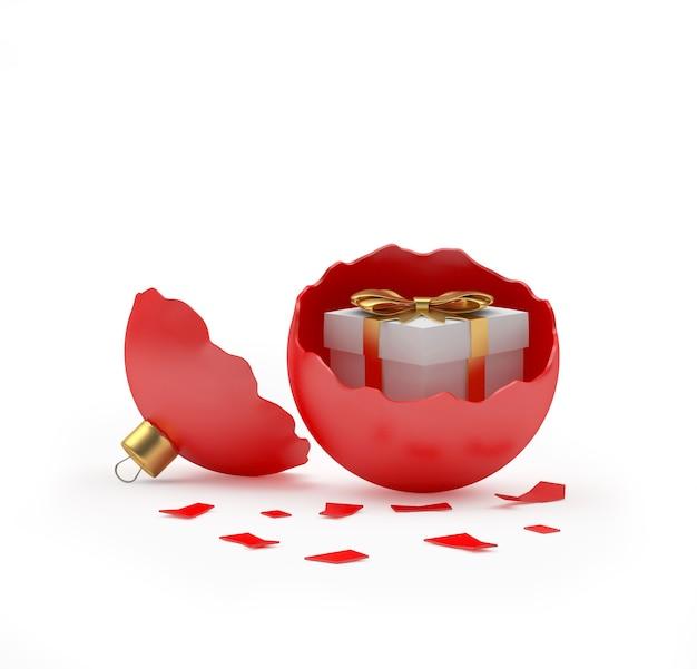 Красный сломанный елочный шар с подарочной коробкой внутри