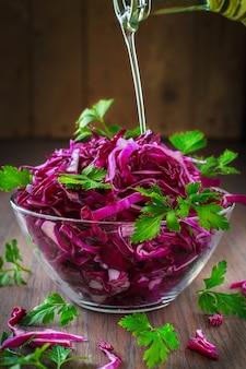 Салат из красной капусты с оливковым маслом