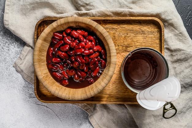 アルミ缶入りの赤缶詰。上面図