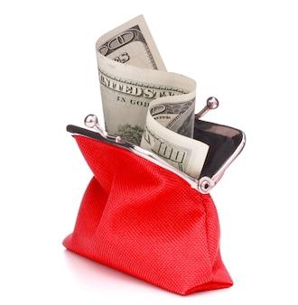 흰색 배경에 고립 된 빨간 현금 지갑입니다. 100 달러 지폐로 지갑을 충전하십시오. 동전 지갑.