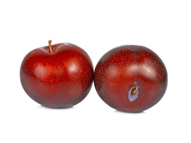 白い背景に分離された赤い桜の梅