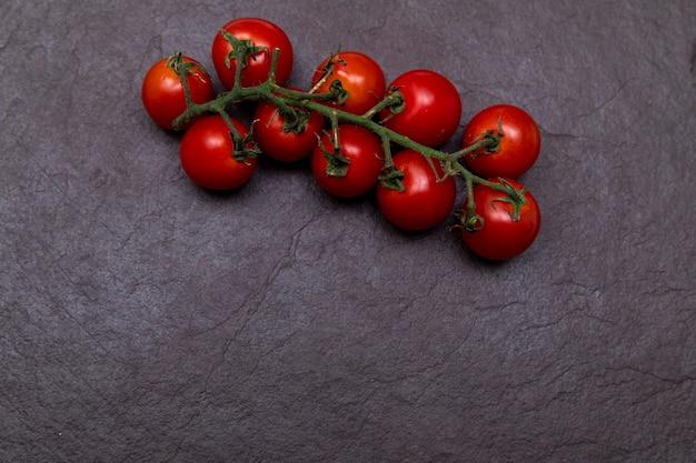 Красный помидор черри на косточке
