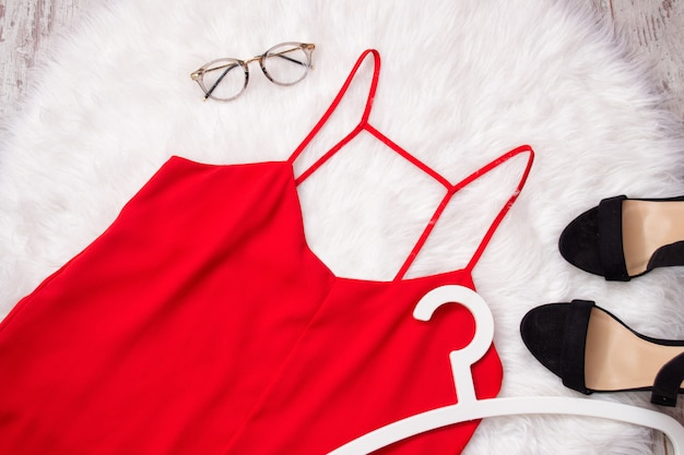 Red chiffon t-shirt, glasses and shoes on white fur