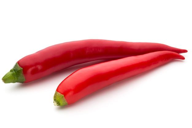 Красный перец чили, изолированные на белом фоне.