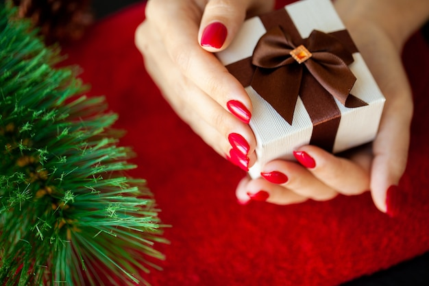 Red christmas manicure make in beauty studio