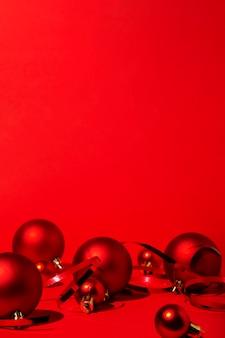赤い背景に赤いクリスマス