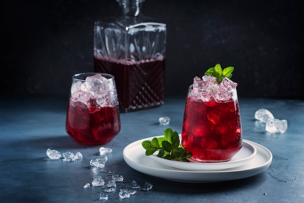 Red cockatil with ice and mint