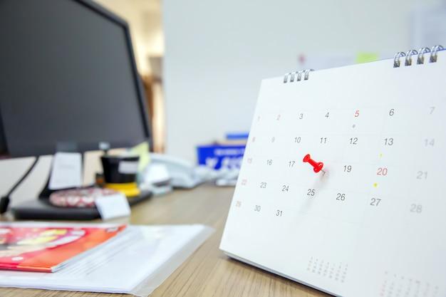 Красный цвет на календаре