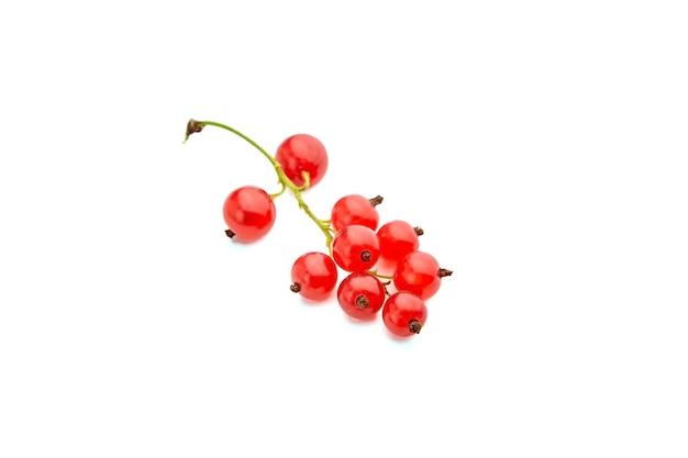 Ягоды красной смородины изолированные