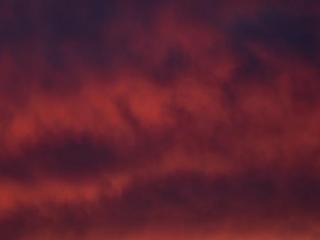 空の赤い劇的な雲空のテクスチャ、抽象的な自然の背景