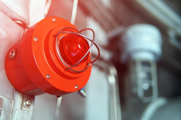 赤い緊急火災警報ランプ