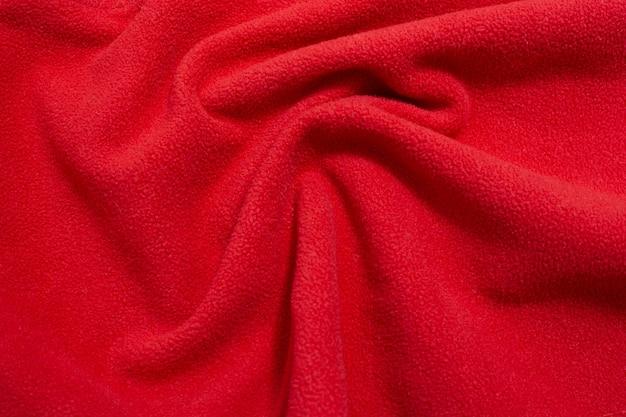 복사 공간이 있는 파도 모양에 누워 있는 빨간색 패브릭 질감 배경
