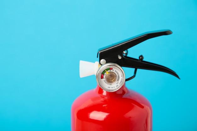 赤い泡消火器