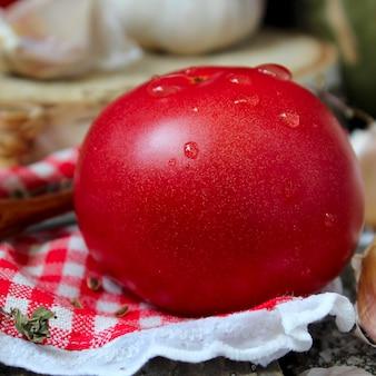 赤いガーリックトマト