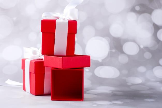 빨간 선물 상자입니다. 크리스마스 배경