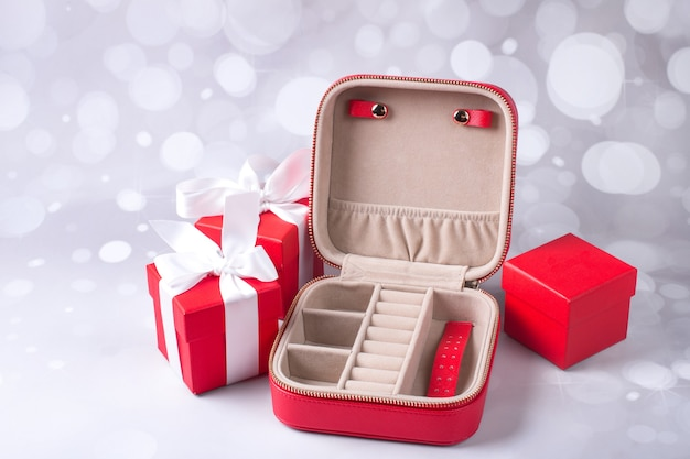 빨간 선물 상자입니다. 보석 보관함