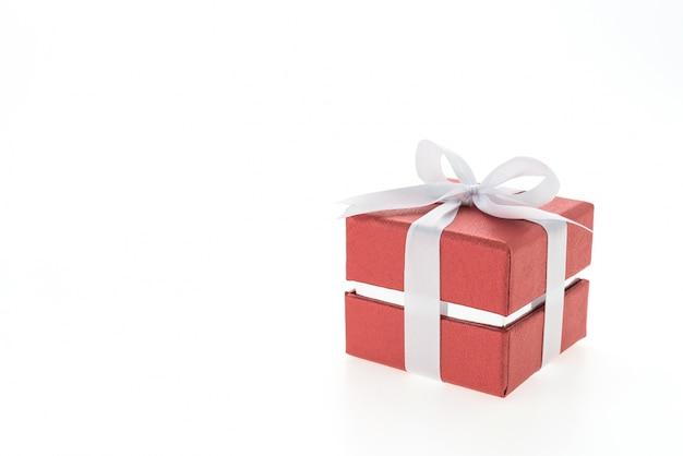 Красный подарок с белым галстуком