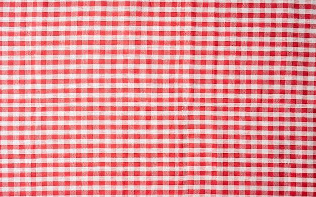 식당과 카페에서 흔히 볼 수 있는 레드 깅엄 식탁보 인기 있는 전통 테이블 덮개