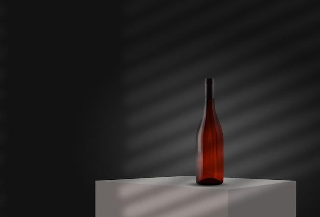 窓のモックアップコピーからの影と灰色の壁に対して白い立方体またはテーブルの上の赤いガラス瓶...