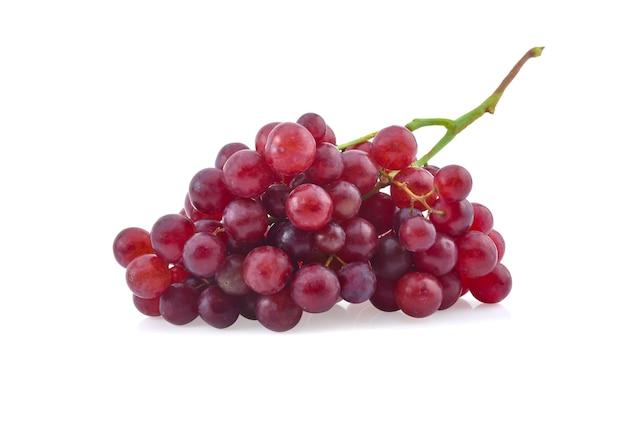 白い背景で隔離の赤ブドウ