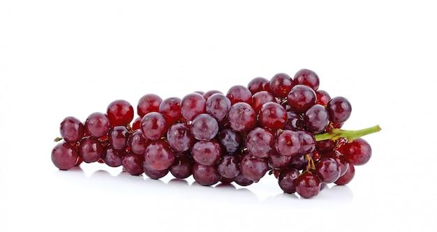 白い表面に分離された赤ブドウ