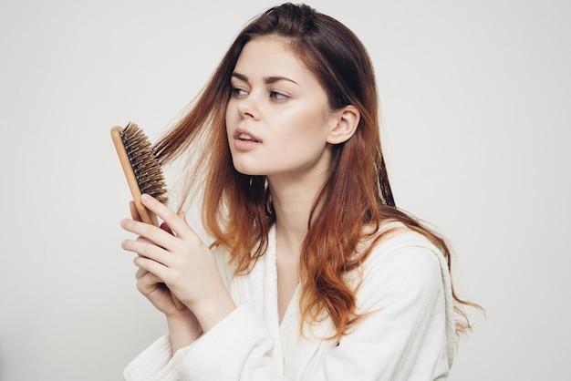Рыжая женщина от легкого выпадения волос кудри витамины для здоровья