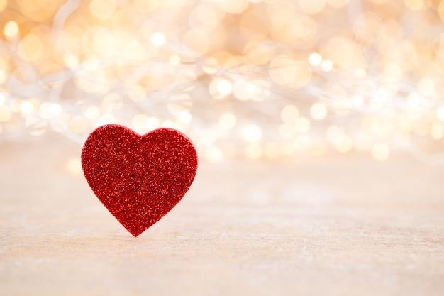 赤いハートのボケ味の背景、バレンタインデーのグリーティングカード