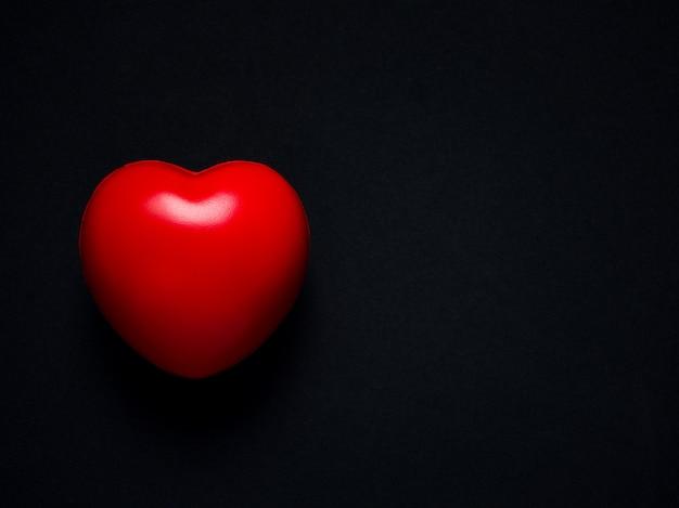 붉은 마음. 사랑, 배려 및 발렌타인 데이 개념.