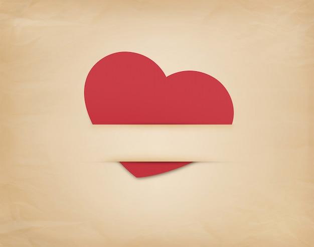 Красное сердце на фоне старой коричневой бумаги