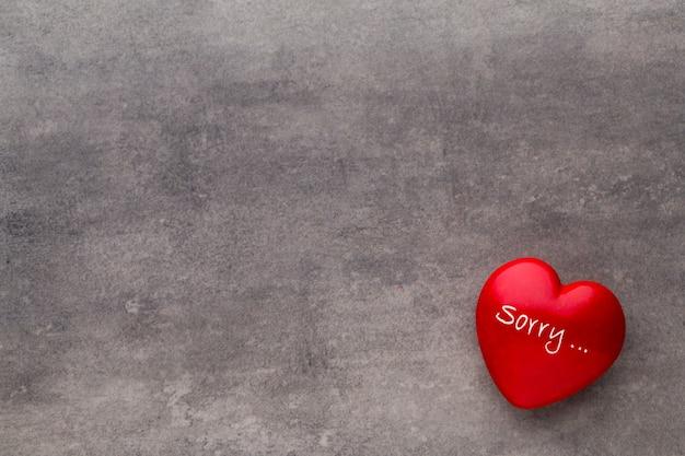 Красное сердце на темных досках