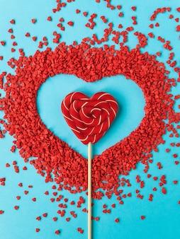 붉은 심장 모양의 롤리팝