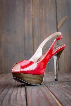 Красный высокий каблук