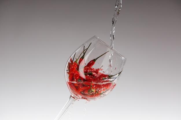 ガラスの赤唐辛子