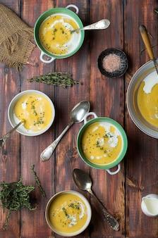 タイムとクミンの赤レンズ豆のクリームスープ