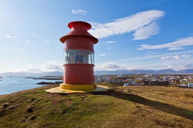 아이슬란드 서부 snaefellsnes 반도 stykkisholmur 위의 빨간 등대
