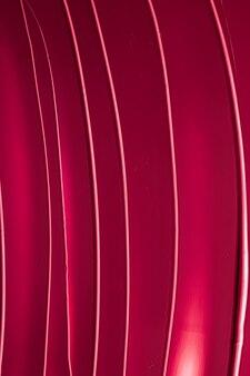 Красная помада или текстура блеска для губ в качестве косметического фона для макияжа и косметического продукта для люксов ...