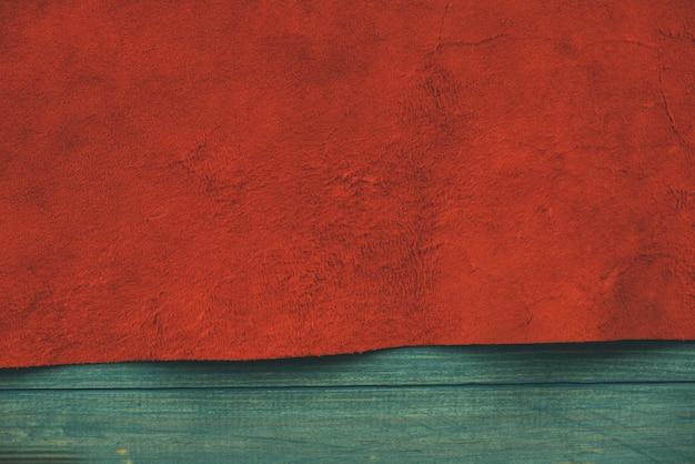 スエード生地の赤いマットな背景。シームレスレザーのベルベットの質感。フェルト素材。