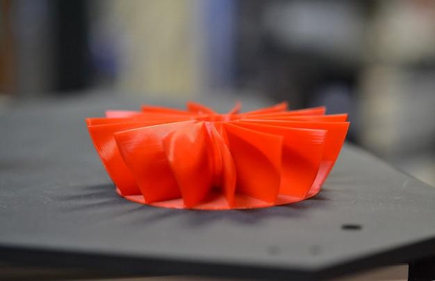 빨간색 모델 인쇄 3d 프린터 닫기