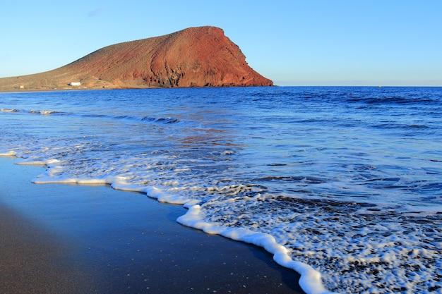 カナリア諸島、テネリフェ島の赤い山。