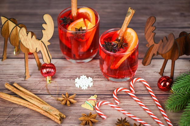 Red mulled wine glasses reindeer decorated table