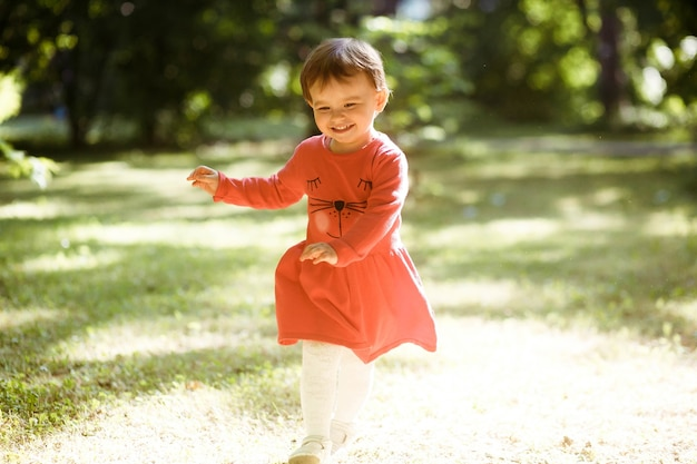 Rosso bello sfondo ragazza innocenza