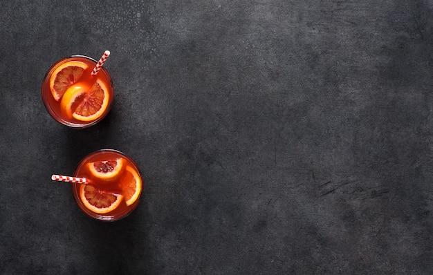 ミントと赤オレンジのレモネード夏の飲み物