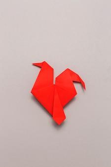 赤い折り紙鳥