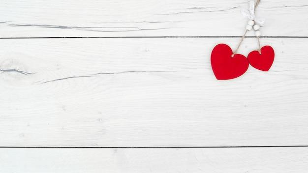 Красный орнамент сердца на повороты