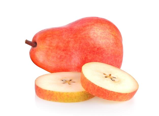 白い表面に分離された赤梨
